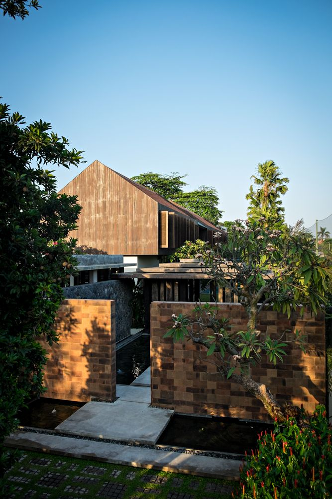 Gallery of DRA House in Bali / D-Associates - 18