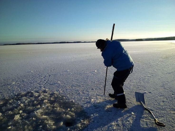 Talvipilkkikausi avattu Kuusamossa.