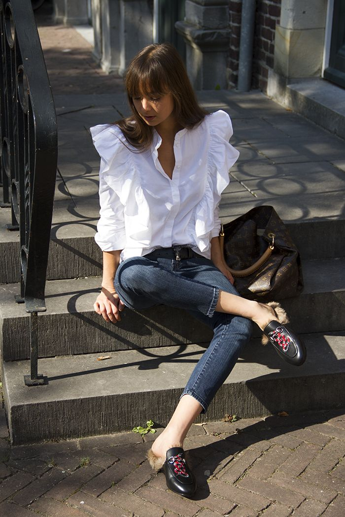 Modedamour.com | Gucci Princetown slides, H&M Trend ruffled shirt, Current/Elliott jeans, Louis Vuitton bag.