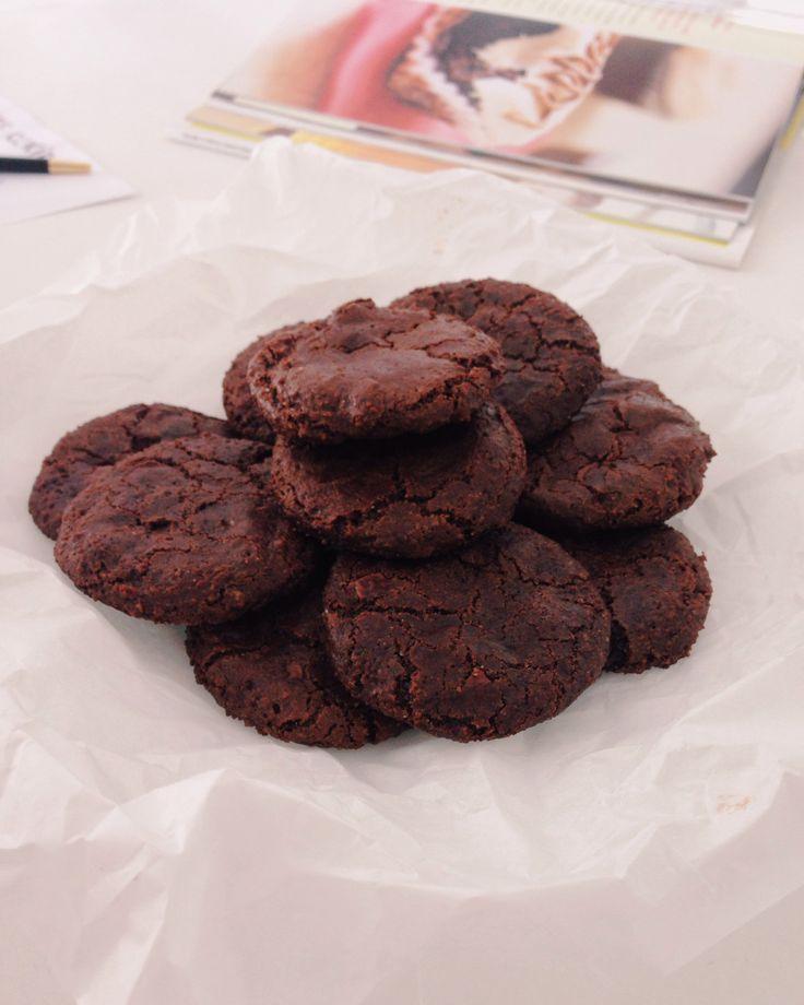 Cookies de Chocolate Duplo! Banana , farinha de amêndoas e cacau ou chocolate 70