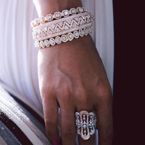 """This sparkling diamond encrusted bangles and ring duo is sure to have everyone mesmerized"" #diamonds #diamondjewelry #luxury #luxuryjewelry #diamondring #diamondbangle #begani_jewels #houseofmisu"