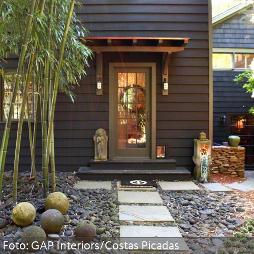 Ein schöner Vorgarten kann nicht nur den Nachbarn entzücken - mehr Ideen zur Gestaltung des Vorgartens auf www.roomido.com