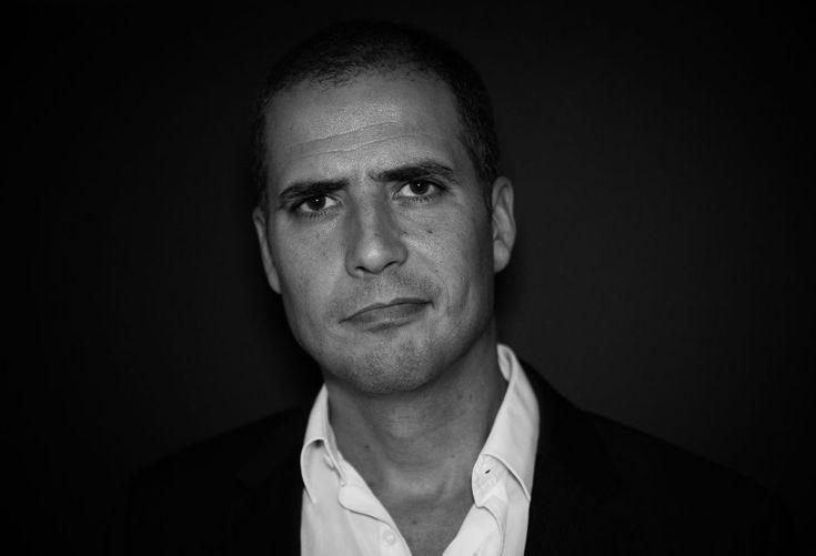 """""""Reaccionário Com Dois Cês"""" é uma boa ideia para um presente de Natal.  """"rabugices sobre os novos puritanos e outros agelastas"""", esta é uma pequena frase que está na capa da obra literária e que explicar de certa forma o conteúdo o conteúdo do novo livro de Ricardo Araújo Pereira.  Depois de em"""