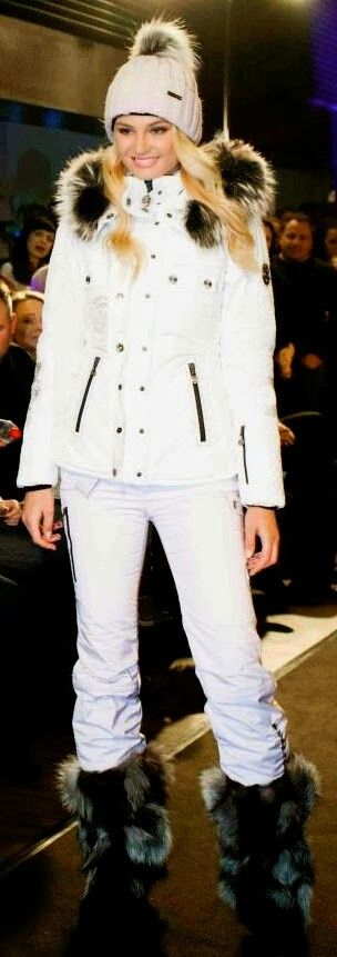 Keather in pure white from head to toe.