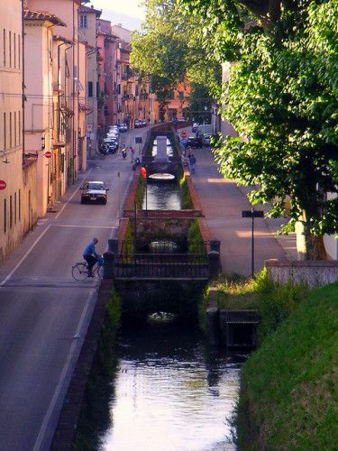 LOVE this website!! [One of my favorite towns in Tuscany - Lucca.