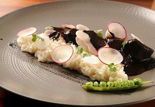 Delicioso Totol bañado con Mole Negro Oaxaqueño y acompañado de un riquísimo Risotto. #Restaurante Chapulín