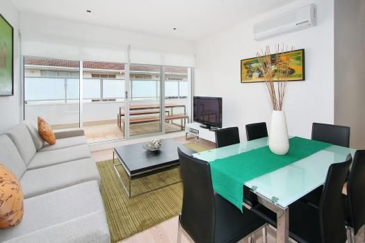 17/30 Docker Street, Elwood, Melbourne. This fully furnished Elwood apartment accommodation is one of our best. It includes an open plan kitchen with lounge and dining area – all fully equipped and tastefully furnished. Comprising of a queen size bed in the master bedroom and 2 singles in the second bedroom with premium linen. Extra bedding can also be arranged on request. The lounge includes TV with DVD and Foxtel.