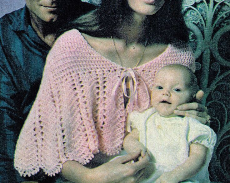 VINTAGE 70S BABIES CAPE OR MOTHERS SHAWL SCALLOPS 102 CMS 3 PLY CROCHET PATTERN