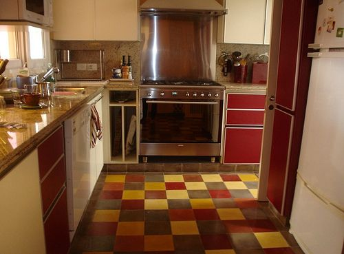 Cocina con mix de colores by Quadrat Mosaicos Calcáreos, via Flickr