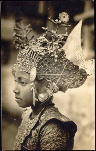 Vintage postcard, Balinese dancer.  Click through to www.bendavpostcards.com for a great selection of vintage postcards from around the world.