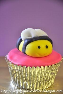 {Twinklestars Favourite Corner: My First Fondant Cuppies Creation}  #cupcakes