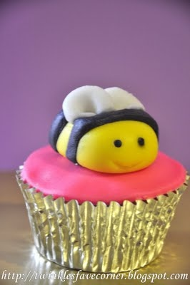 {Twinklestars Favourite Corner: My First Fondant Cuppies Creation}  #cupcakes