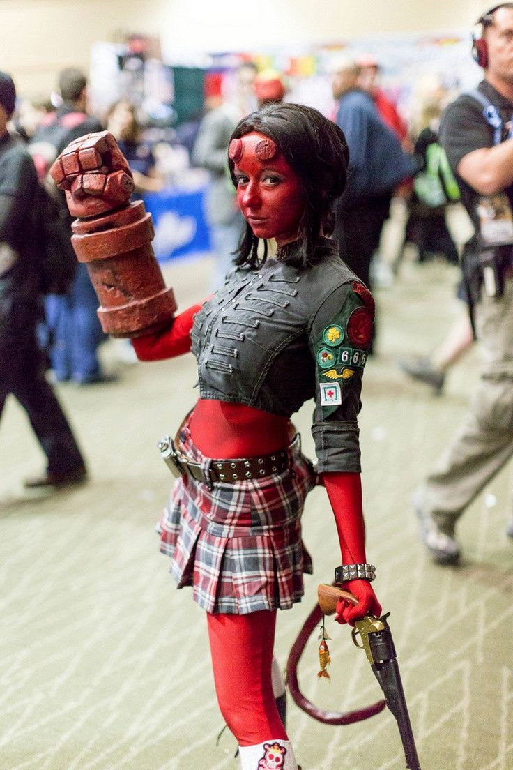 Hellgirl Cosplay don't like the skirt but think this would be A cool costume