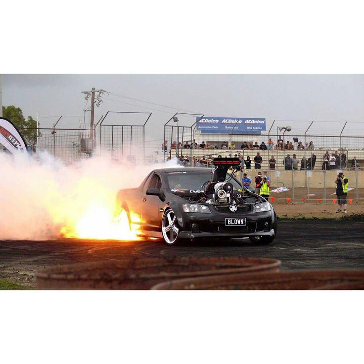 #australiacarscene #aussierides #carscene #carsovereverything #carlovers #holden #holdenve #veute #vess #v8 #burnout #tough