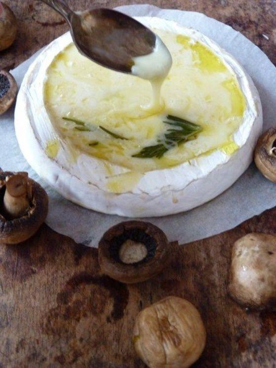 Сыр Бри, запеченный в духовке