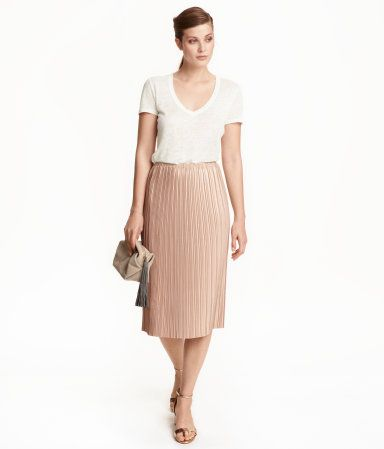 Powder/glittery. Straight-cut, knee-length skirt in pleated jersey with a glittery printed design. Elasticized waistband and raw-edge hem.