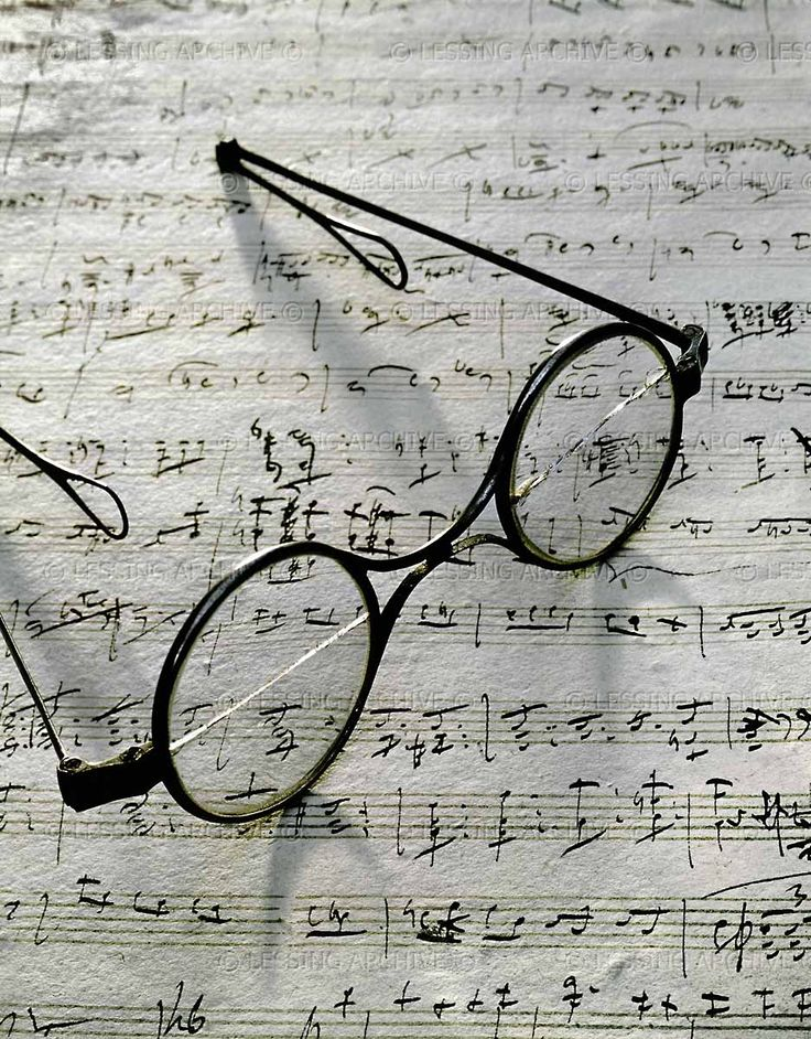 Schubert's eyeglasses and the manuscript of Gretchen am Spinnrade, Schubert Museum, Vienna.