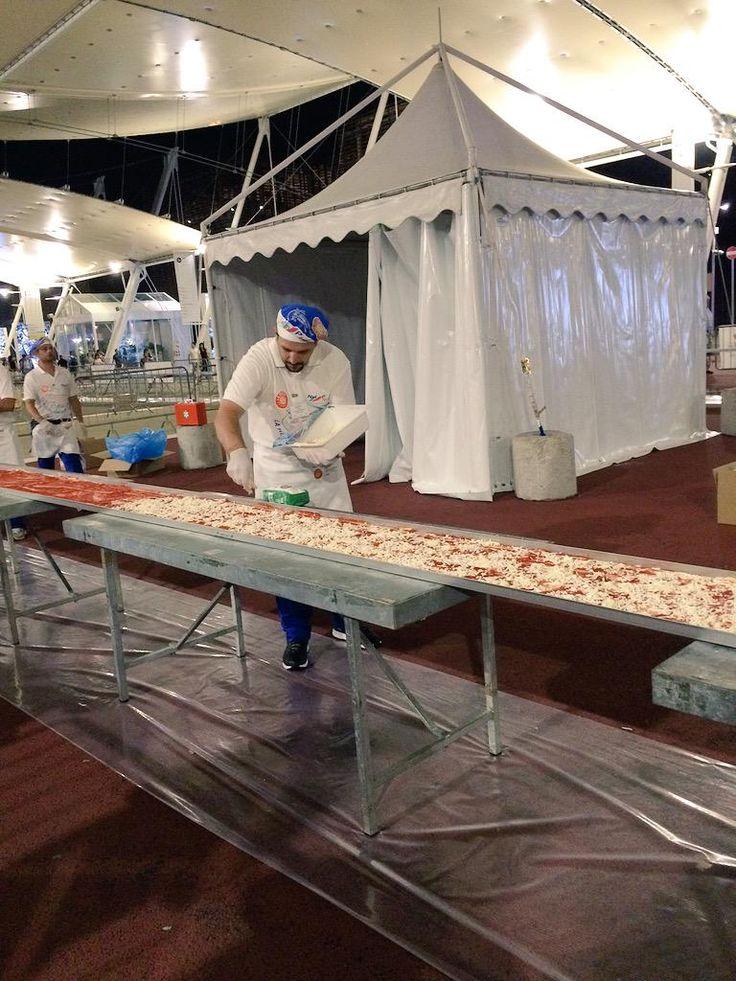 preparazione della #pizza #record #2015 #milano   where is your #Pizza?   #Photo of your #pizza hashtag #Pizza4people   You are the star #Italy #yummy