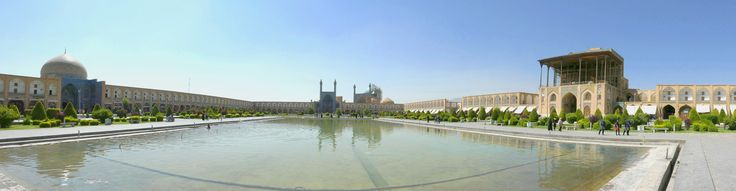 Kita berada di lapangan Naqsh-e Jehaan salah satu yang terbesar didunia.  photo by Edo @edwardtjie  Naqsh-e-Jahan Square (Imam Khomeini Square), Isfahan, Iran