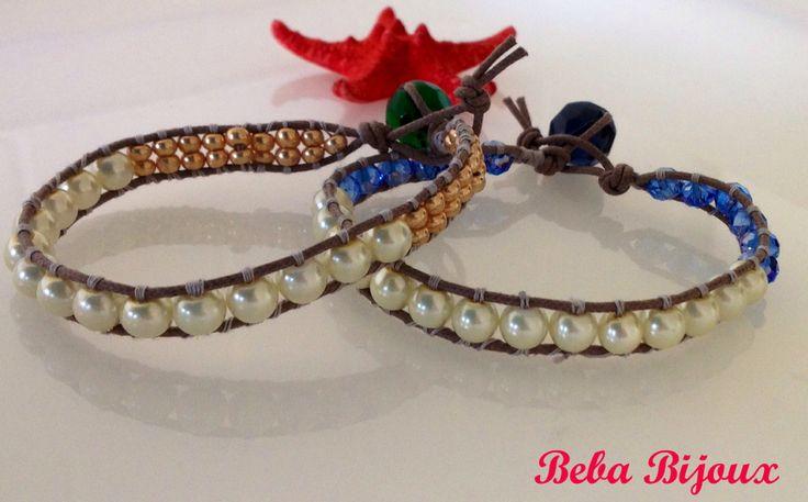 Realizzato a mano con cordoncino cerato,perle e pietre dorate e blu. Chiusura con asola e pietra.