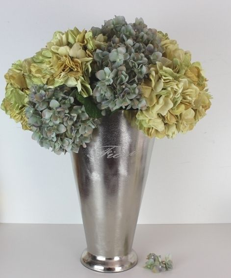 Bring colour and life into your home by filling Vase Alu Fiori L with your favourite flowers. #raw #silver #vase #flowers