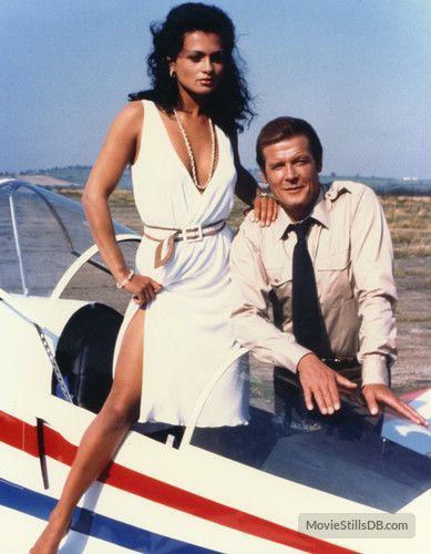 Bianca & James - Tina Hudson & Roger Moore - Octopussy