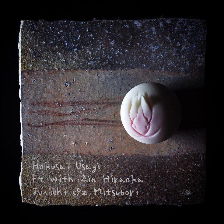 """""""一日一菓 「北斎兎」 煉切 製 wagashi of the day """"Hokusai rabbit"""" Ft with Zin Hiraoka/Potter 本日は「北斎兎」です。 陶芸家 平岡 仁 様のお皿にのせて。…"""""""