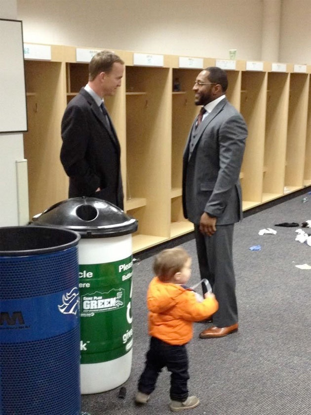 Peyton Manning congratulating Ray Lewis after their divisional playoff game