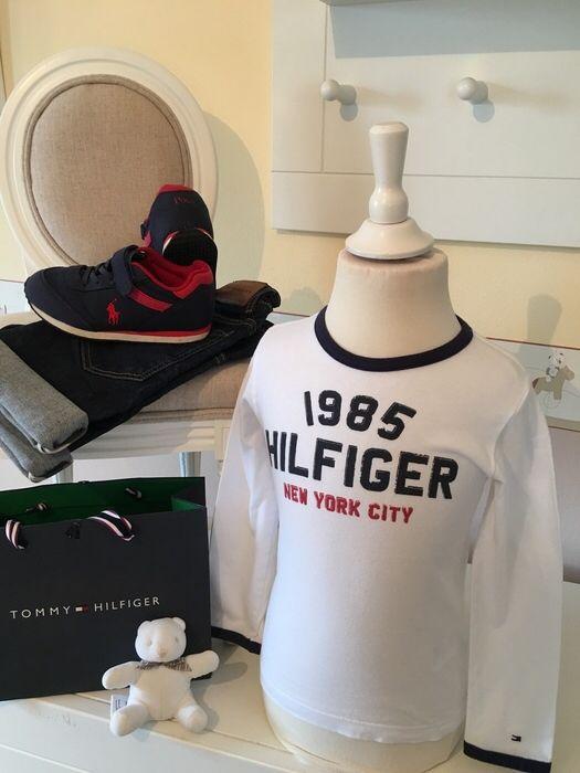 Mein Orig. Tommy Hilfiger Shirt Gr.4 Jahre / 104 cm von Tommy Hilfiger! Größe 98 für 15,00 €. Schau´s dir an: http://www.mamikreisel.de/kleidung-fur-jungs/langarmshirts-slash-longsleeves/31732401-orig-tommy-hilfiger-shirt-gr4-jahre-104-cm.