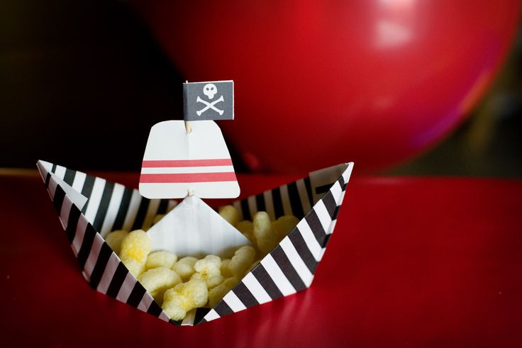 Paper treat boats for our pirate party  http://www.andreajonesphotography.com/blog/?p=1517