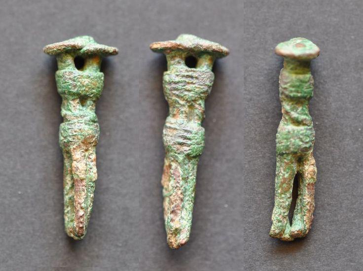 Amlash bronze figurine 1, 1st millenium B.C. 3.9 cm high, 9 gr weight. Private collection