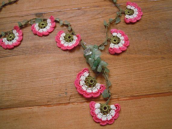 flower necklace peach white crochet