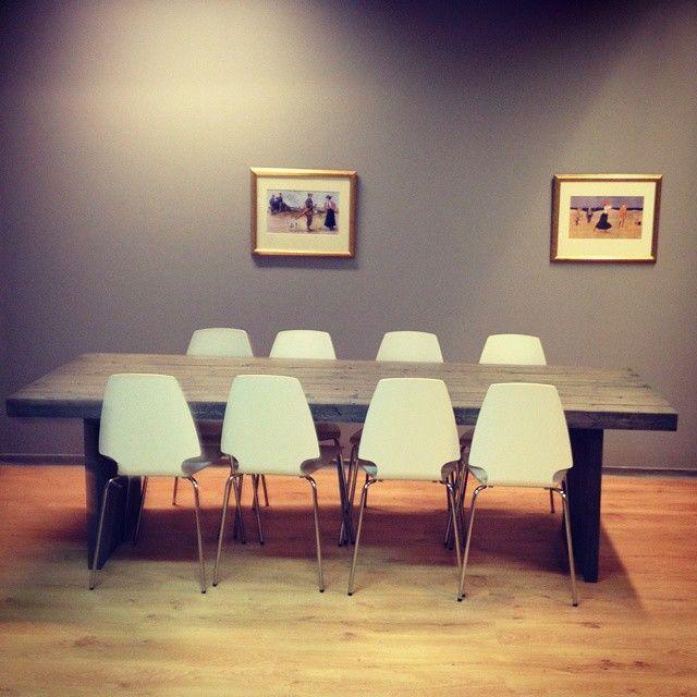 #1862 bord med vanger. #gjenbruksmaterialer #påbestilling #allemål #håndlagetavoss #barefordeg #bærekraftig #kortreist www.drivved.no