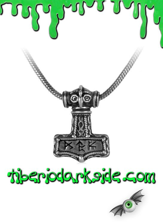 BINDRUNE HAMMER PENDANT  Colgante de martillo escandinavo de Thor, de Alchemy Gothic. Inscrito con las 3 poderosas runas: - FEOH / UR: salud y energía / poder y coraje - TYR / PEURTH: justicia y guerra / oportunidad y destreza - SIGEL / THORN / KEN: victoria / fuerza / creatividad Incluye la cadena. Material: peltre inglés (aleación de estaño y cobre).  TALLA: ÚNICA  TAMAÑO: 3 cm ancho x 4,2 cm alto CADENA: 46 cm