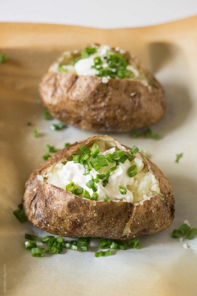 Steakhouse Style Baked Potato - Le migliori patate al forno che abbia mai avuto!  #vegetarian #glutenfree