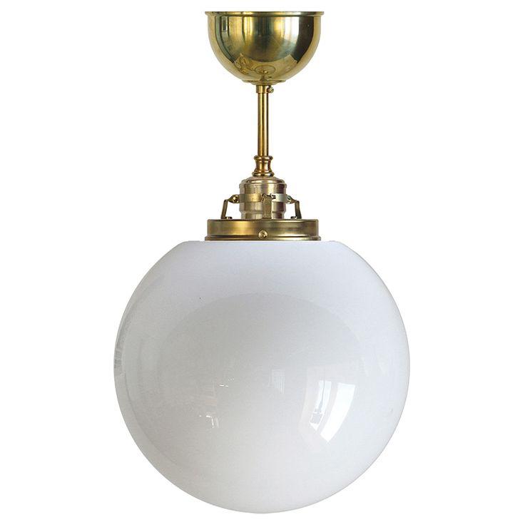 Klotlampa av mässing med 245 mm opalvit glob. E27, 60W.