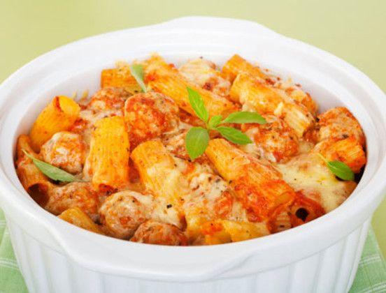 Nudelauflaufist einfach in der Zubereitung und schmeckt so gut wie jedem. Probieren Sie diese Variante mit Hackfleisch und Mais.