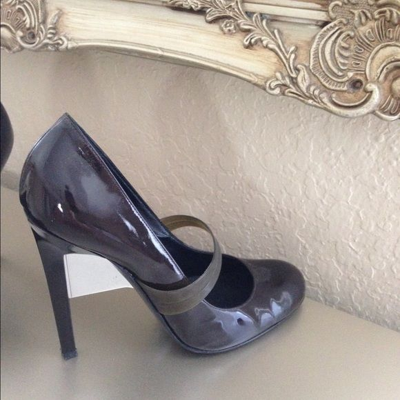 Davis- by Ruthie Davis brown pump Very elegant brown pump by Ruthie Davis with rubber strap mirror heels patented leather Ruthie Davis Shoes