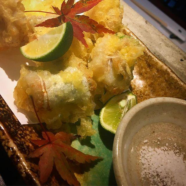 太刀魚 梅しそ揚げ 今週23日、営業してます。 ということで、太刀魚の梅しそ揚げです。フワフワの太刀魚に梅の酸味としその香りがそーまっち。 すだちを絞ってお塩でどうぞー。 #心斎橋寛 #和食#日本酒#お造り#肉#肴#太刀魚#天ぷら #太刀魚