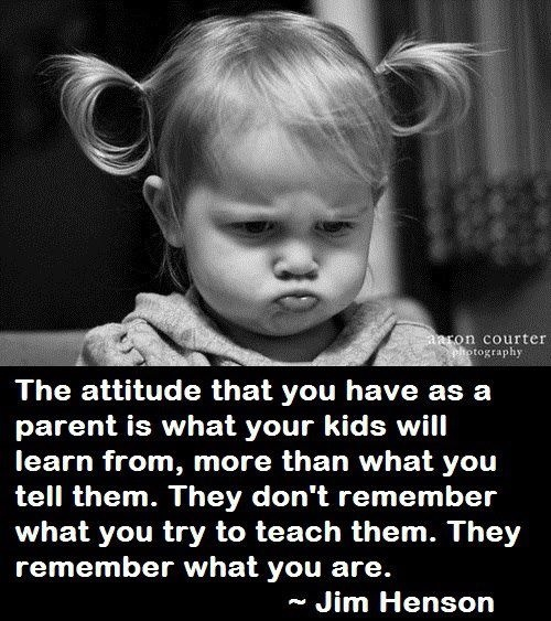Учите ребенка не словами, а собственным примером. Будьте хорошими и достойными родителями. Всемирно известный кукольник Джим Хенсон знает, что говорит.