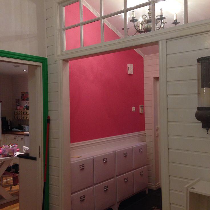 Hallen har fått färg!