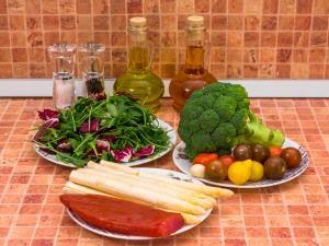 Салат со спаржей, брокколи и карпаччо. Ингредиенты