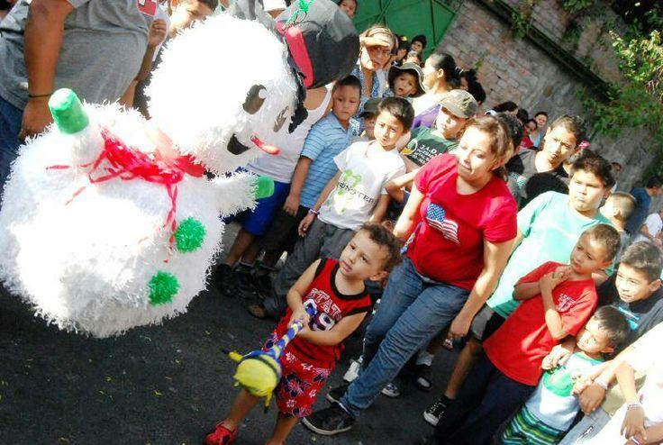 Norman Quijano futuro presidente de El Salvador compartiendo con los niños de Cuscatancingo.