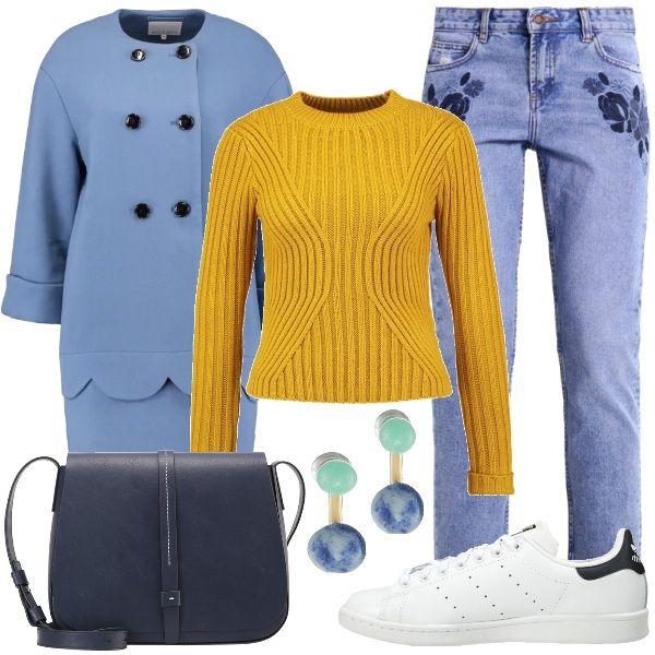Outfit+pensato+per+il+tempo+libero+composto+da+cappotto+corto+con+scollo+tondo+dalla+vestibilità+ampia+abbinato+a+jeans+a+sigaretta+ricamati+colore+blu+medio+e+maglione+giallo.+Per+gli+accessori+ho+scelto+sneakers+basse+Adidas,+borsa+a+tracolla+in+ecopelle+color+navy+e+orecchini+bicolore.