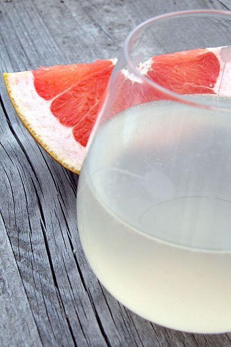 La magica bevanda che reintegra Fatta con 2 limoni sa troppo di miele (il mio era miele casalingo!) ed è schifosa così... Da ritentare