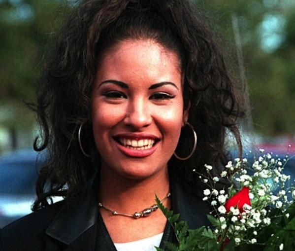 a biography of selena quintanilla an american singer Advertisement photo by nrk p3 early life selena quintanilla was born on april 16, 1971, in lake jackson, texas, to a mexican father, abraham quintanilla jr, and a mexican-american mother, mercella ofelia samora.