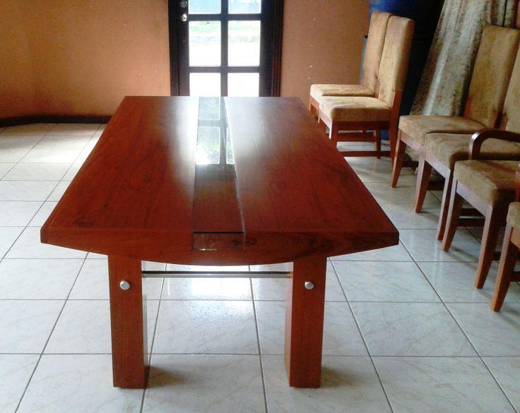 Mesa de comedor de diseño exclusivo entregado a Cecilia Henríquez ordenado desde Canada, entregado en Managua.