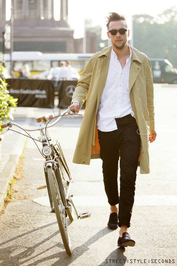 The bike is a great accessory, but this guy needs a pair of bright socks to really make the outfit  #men #fashion #mensfashion