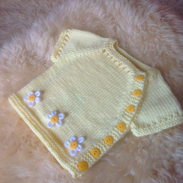 "Ravelry: superjuana en Daisy Chain [    ""Puerperium is a very simply styled cardy, designed to be easy for new parents to dress their babe in the puerperium period weeks post birth)."",    ""Ravelry: superjuana en Daisy C"",    ""superjuana"