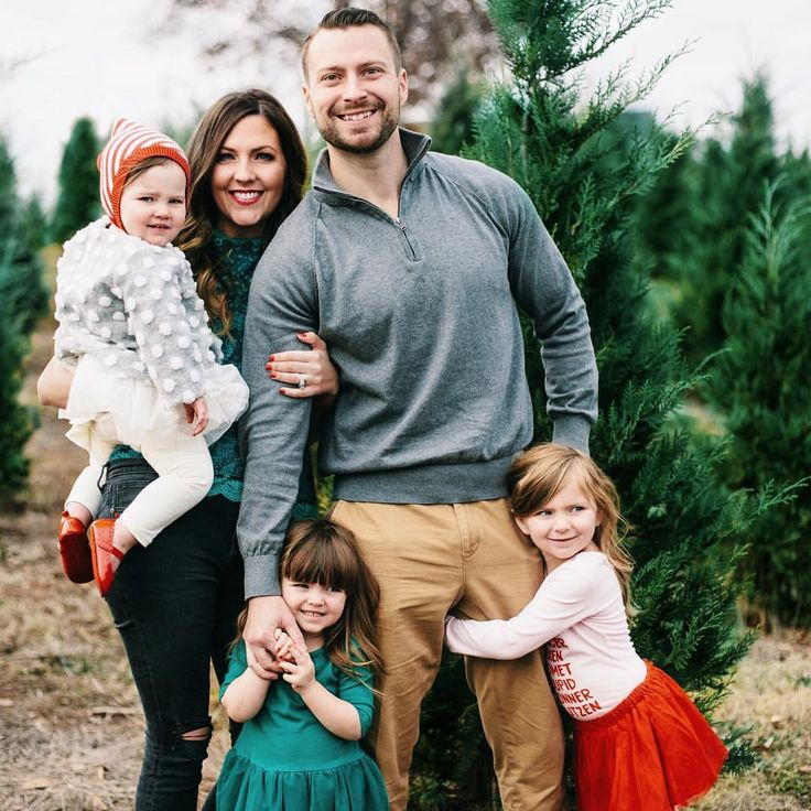 "6,144 Likes, 149 Comments - Jessica Garvin (@jlgarvin) on Instagram: ""Every year we head to our local Christmas tree farm for family pictures, and every year I am…"""